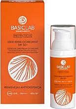 Kup Lekki krem ochronny do twarzy SPF 50+ - BasicLab Dermocosmetics Protecticus Protective Cream SPF50 +