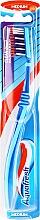Kup Szczoteczka do zębów, średnia twardość, niebiesko-błękitna - Aquafresh Clean Deep