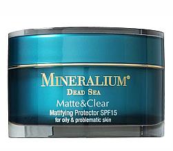 Kup PRZECENA! Matujący krem ochronny do twarzy SPF 15 - Mineralium Dead Sea Matte & Clear Matifying Protector *