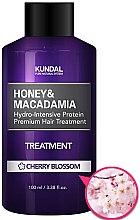 Kup Intensywnie nawilżająca kuracja proteinowa do włosów Kwiat wiśni - Kundal Honey & Macadamia Treatment Cherry Blossom