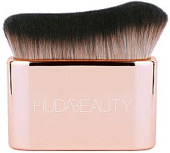 Kup Pędzel do nakładania podkładu i rozświetlacza - Huda Beauty N.Y.M.P.H. Blur & Glow