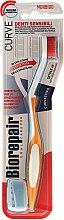 Kup Miękka szczoteczka do wrażliwych zębów, pomarańczowo-biała - Biorepair Oral Care Pro
