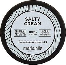 Kup Delikatnie utrwalający solny krem do stylizacji włosów - Maria Nila Salty Cream