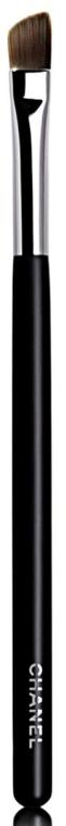 Pędzel do cieni - Chanel Les Pinceaux De Chanel Angled Eyeshadow Brush №27 — фото N1