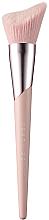 Kup Pędzel do konturowania - Fenty Beauty Cheek-Hugging Highlight Brush 120