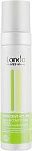 Kup Odżywka w piance nadająca włosom objętość bez spłukiwania - Londa Professional Impressive Volume Leave In Conditioning Mousse