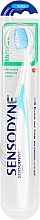 Kup Szczoteczka z miękkim włosiem, biało-niebieska - Sensodyne Multicare Soft