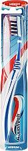 Kup Szczoteczka do zębów, średnia twardość, biało-niebieska - Aquafresh Clean Deep Medium